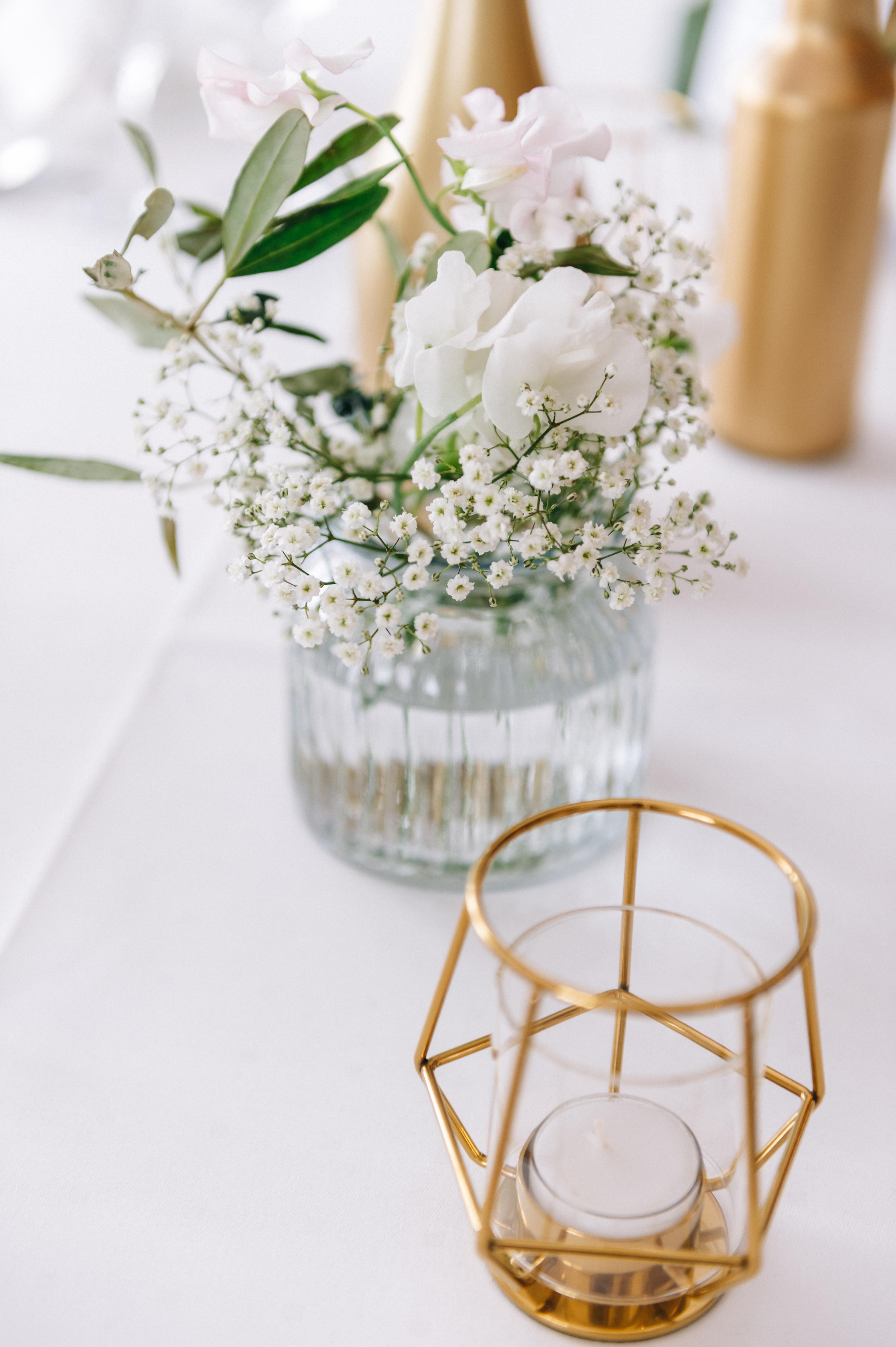 Vasen und Teelichter